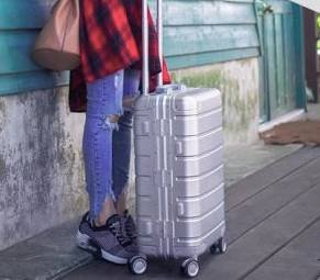 Xiaomi Aluminum-Magnesium Koffer mit 4 Ultra-Silent-Rollen für 185,76€