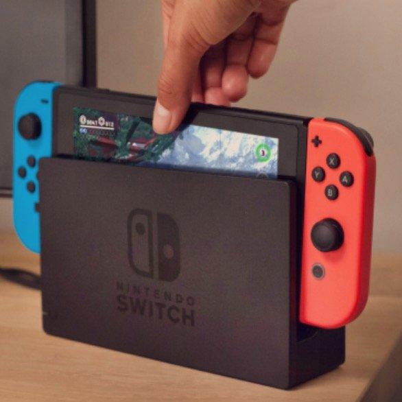 Nintendo Switch Konsole - neue Version (33,99€) + Otelo Allnet-Flat Go mit 5GB LTE für 14,99€ mtl.
