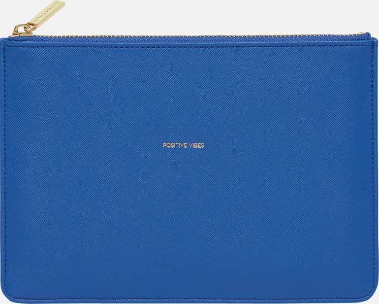 Estella Bartlett Geldbörse 'Medium Pouch' in blau oder gelb für 9,27€ inkl. Versand (statt 21€)