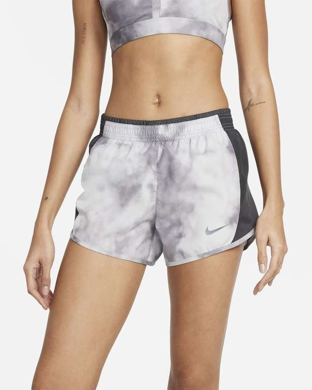 Nike 10K Icon Clash Damen Laufshorts für 17,98€ inkl. Versand (statt 21€) - Nike Membership!