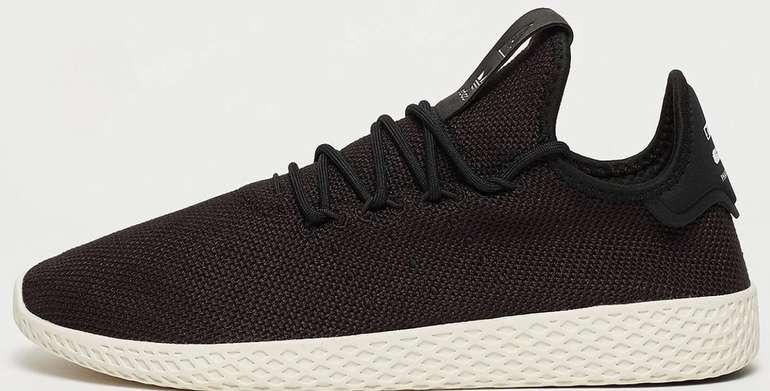 Adidas Originals Pharrell Williams II Tennis Hu Sneaker für 70€ inkl. Versand (statt 94€)