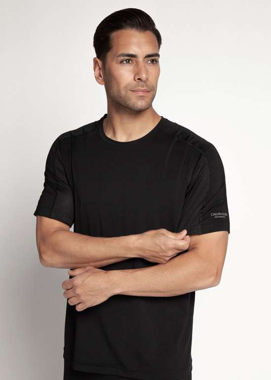 Calvin Klein Funktionsshirt in schwarz für 14,96€ inkl. Versand (statt 30€) - MBW: 29,90€
