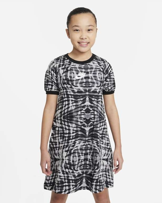 Nike Sportswear Mädchen Kurzarmkleid mit Print für 19,58€ (statt 30€) - Nike Membership!