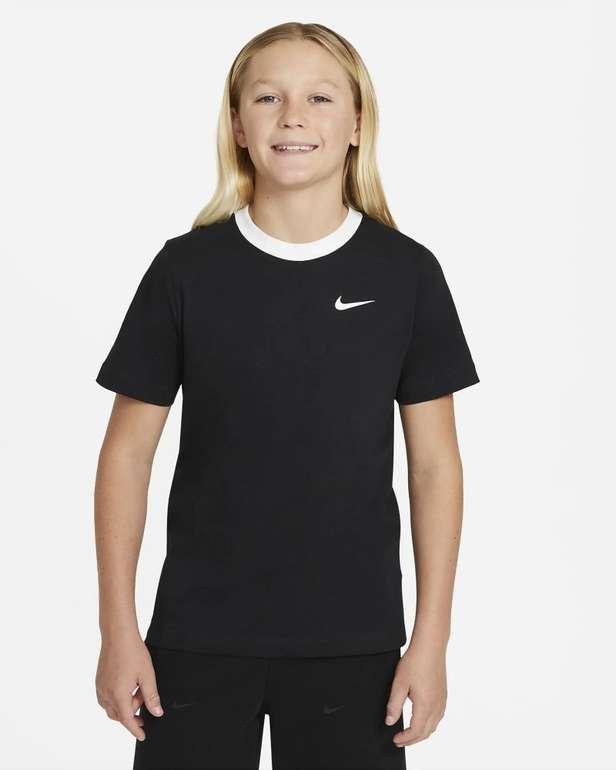 Nike Sportswear T-Shirt für ältere Kinder (Jungen) für 11,18€ (statt 20€) - Nike Membership!