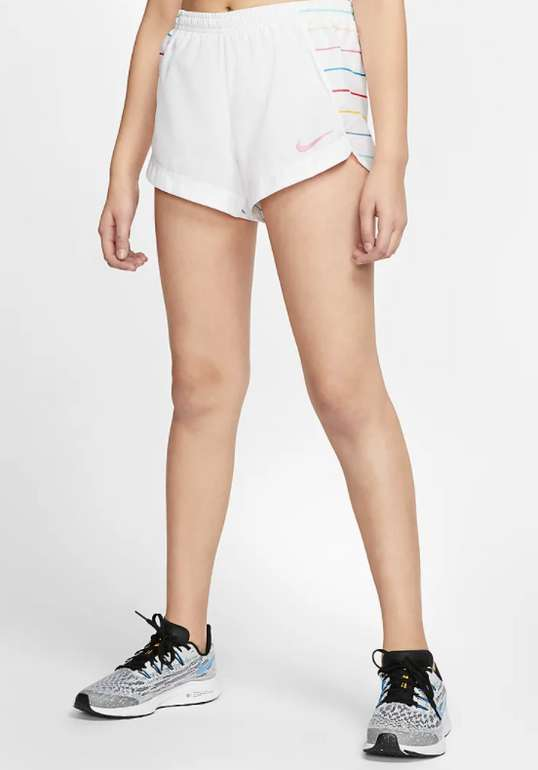 Nike Mädchen Laufshorts in weiß für 12,23€ inkl. Versand (statt 18€) - Nike Member!