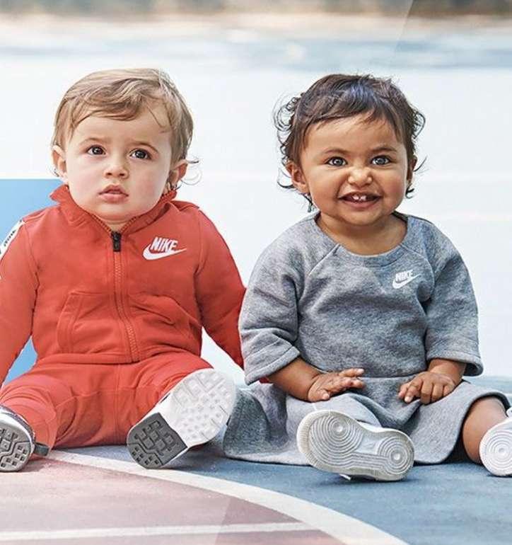 Nike Kids Sale für Jungen/Mädchen mit bis zu 65% Rabatt - z.B. T-Shirts schon für 9,99€ (statt 18€)