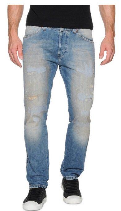 Bis zu 70% Rabatt auf alle Jeans bei Dress for Less z.B. Wrangler für 39,90€