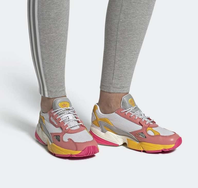 Adidas Originals Damen Falcon Sneaker in 2 Farben für je 34,99€ inkl. Versand (statt 76€)