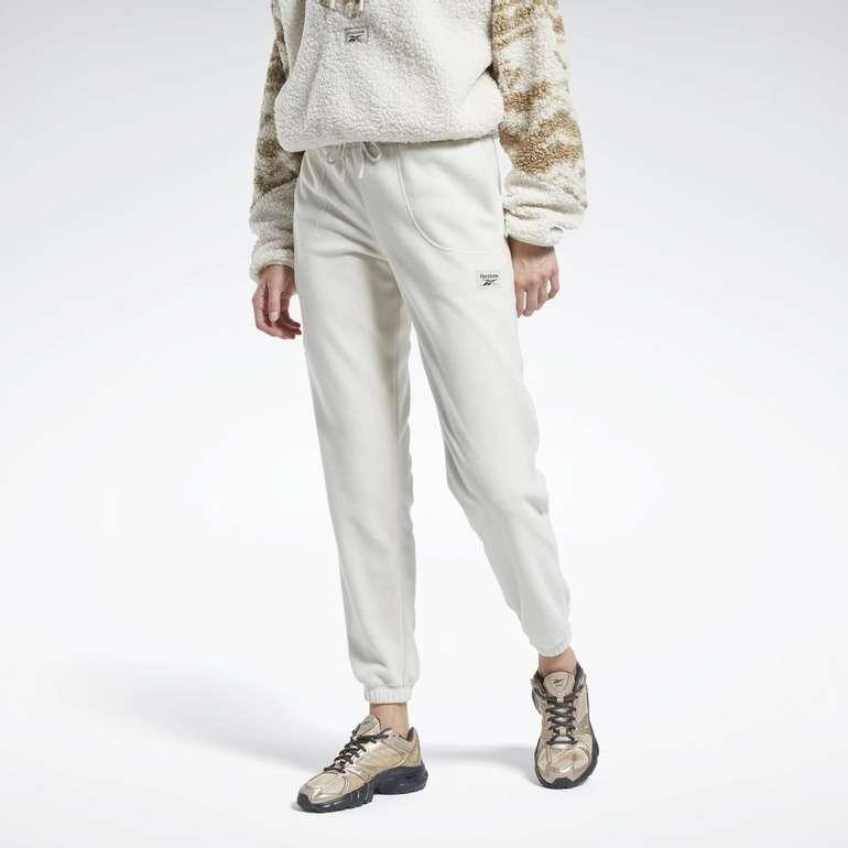 "Reebok Classic Sporthose ""Classics Winter Escape Pants"" für 35,97€ inkl. Versand (statt 48€)"