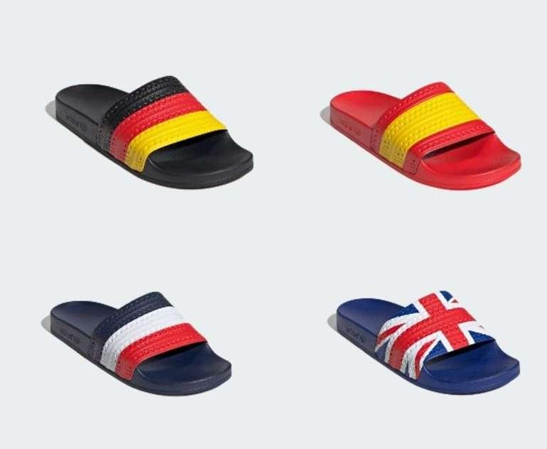 Adidas Adiletten mit Länderflagge für 28€ inkl. Versand (statt 35€)
