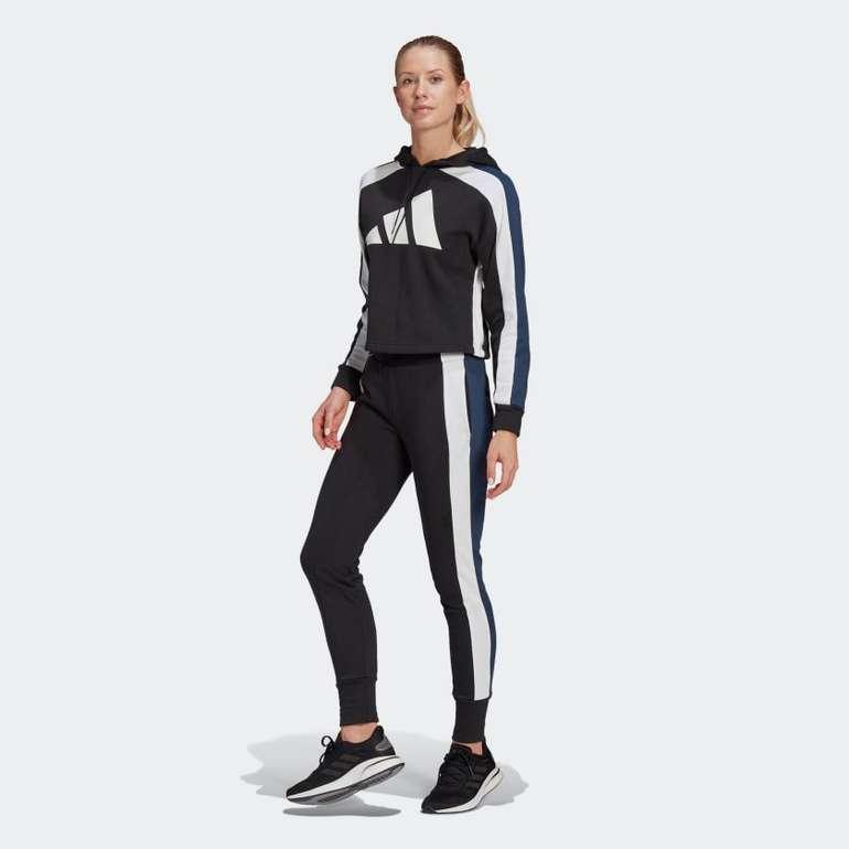 Adidas Sportswear Badge of Sports Logo Trainingsanzug für 47,60€ inkl. Versand (statt 61€)