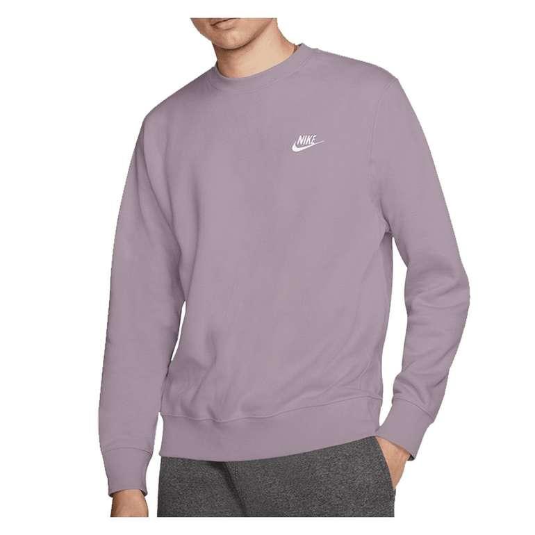 Nike Club Crew Sweatshirt in Lila für 40,91€ inkl. Versand (statt 54€)