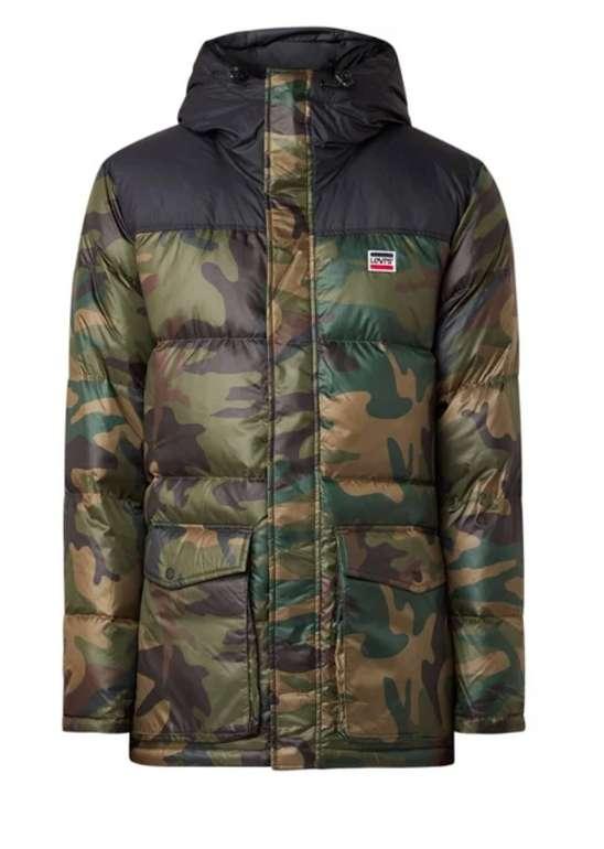 Levi's Steppjacke im Camouflage-Design für 91,80€ inkl. Versand (statt 204€)