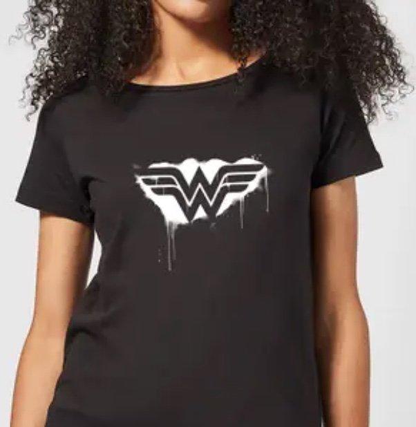 Zavvi: Bundle aus Wonder Woman T-Shirt (Gr. S - XXL) und Tasse für 9,99€ inkl. Versand (statt 16€)