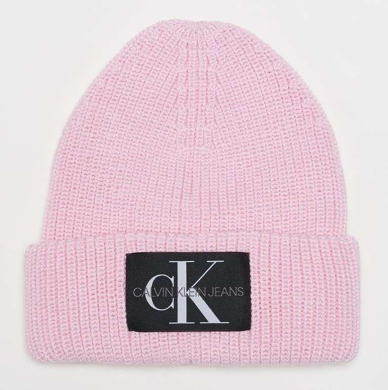 Onygo: Calvin Klein Sale mit 20% Extra Rabatt - z.B. Calvin Klein Monogram Beanie WL für 31,99€ (statt 40€)