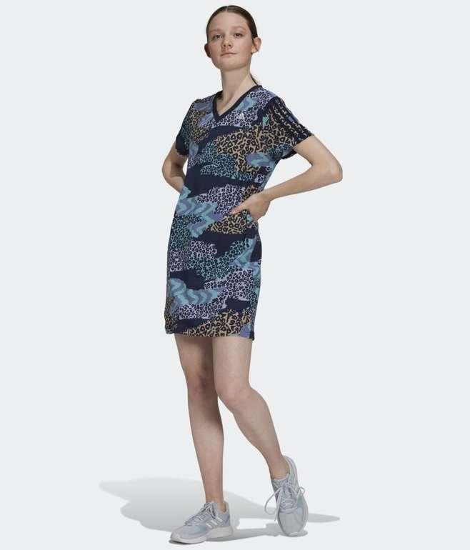 Adidas Farm Rio 3-Streifen Print Cotton V-Neck Kleid für 28€ inkl. Versand (statt 44€)