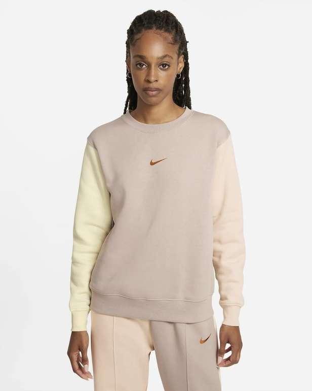 Nike Sportswear Swoosh Damen Rundhalsshirt für 33,18€ inkl. Versand (statt 41€) - Nike Membership!
