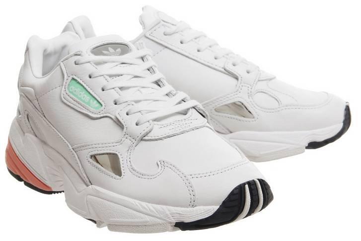 Adidas Falcon Crystal White Easy Orange Sneaker für 60,99€ inkl. VSK (statt 83€)