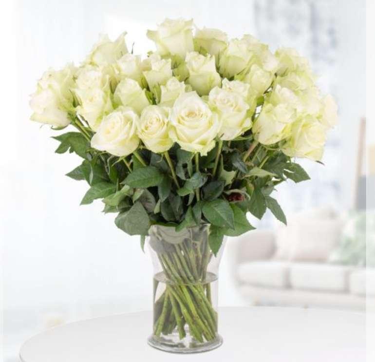 Blumenshop: 40 Weiße Rosen (40cm) + Grußkarte für 24,90€inkl. Versand (statt 43€)
