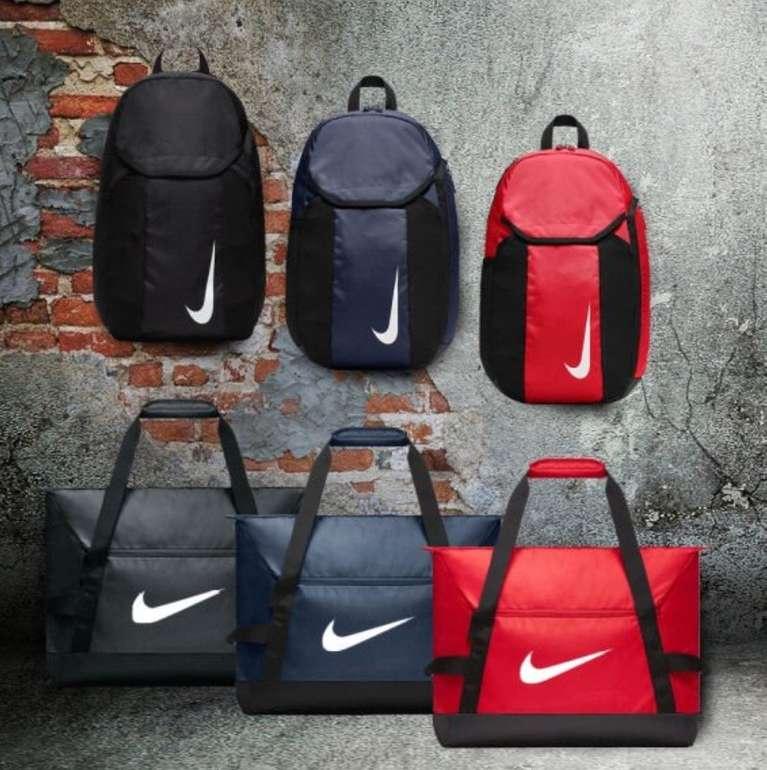 2-teiliges Nike Team Bag Set (Rucksack (30L) + Sporttasche (55L)) für 29,95€