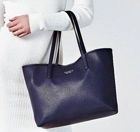 Guess Vikky Pochette Shopper in 2 Farben je nur 62,50€ inkl. VSK (statt 87,60€)