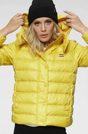 "Levi's® Daunenjacke ""Core Down"" in gelb mit abnehmbarer Kapuze für 77€ inkl. Versand (statt 103€)"