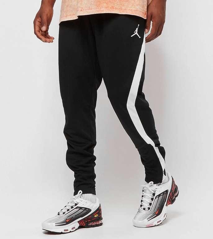 Jordan M J Air Dry Knit Herren Trainingshose in schwarz für 37,73€inkl. Versand (statt 44€)