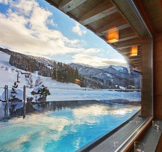 Salzburger Land: 2ÜN im 4* Holzhotel Forsthofalm in Leogang inkl. 3/4 Pension + Spa & mehr ab 254€ p.P.