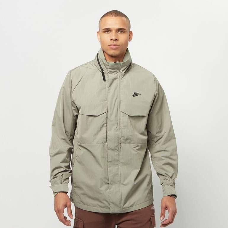Nike Sportswear M65 Übergangsjacken in Grün für 80€ inkl. Versand (statt 119€)