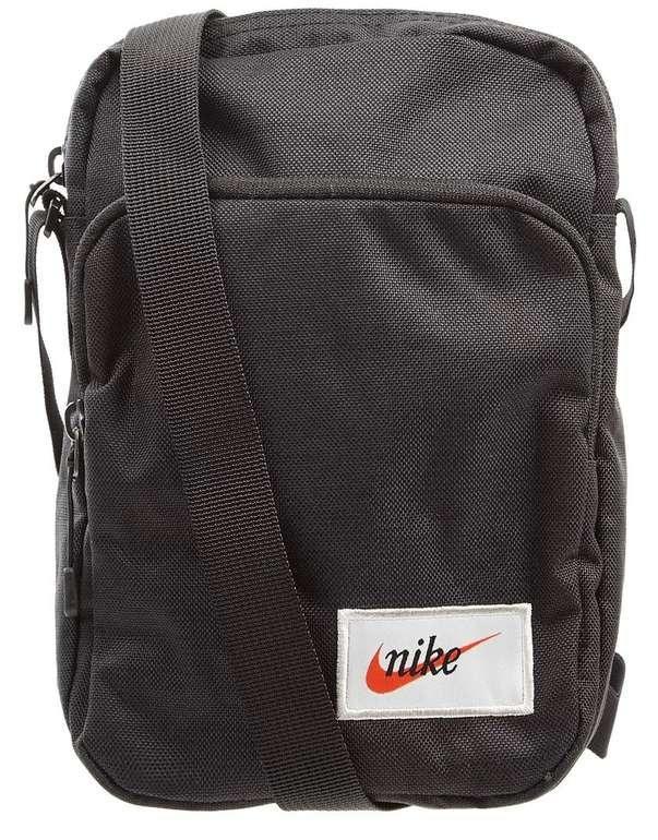 Peek & Cloppenburg* Sale bis -87% Rabatt + 15% Extra - z.B. Nike Heritage Umhängetasche für 11,04€
