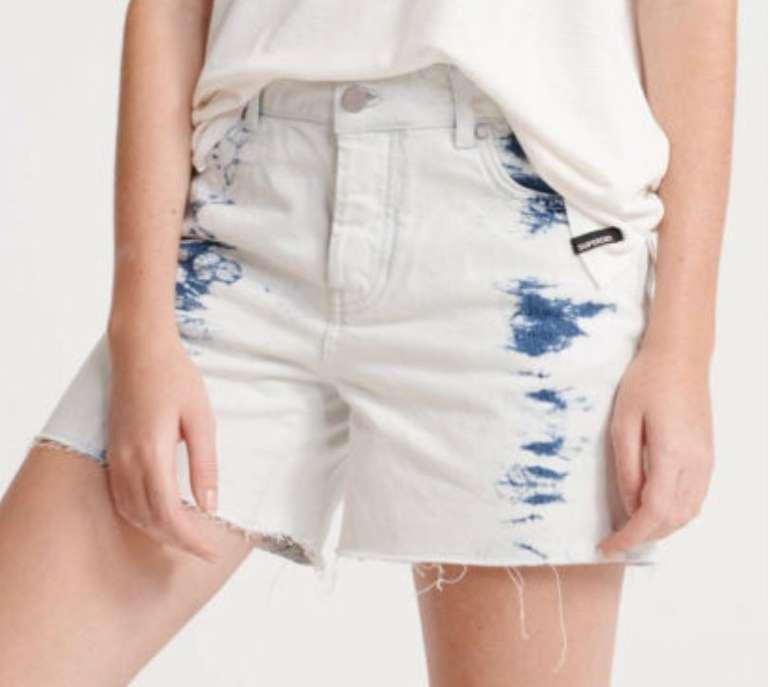 Superdry Mittellange Damen Denim-Shorts (versch. Farben) für je 23,95€ inkl. Versand (statt 35€)