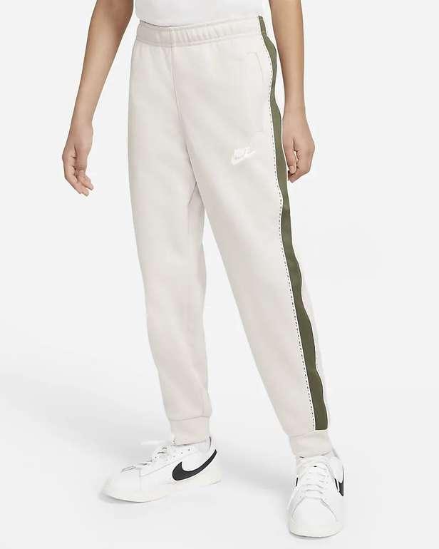 Nike Sportswear Jogger für ältere Kinder (Jungen) für 22,38€ inkl. Versand (statt 43€) - Member!