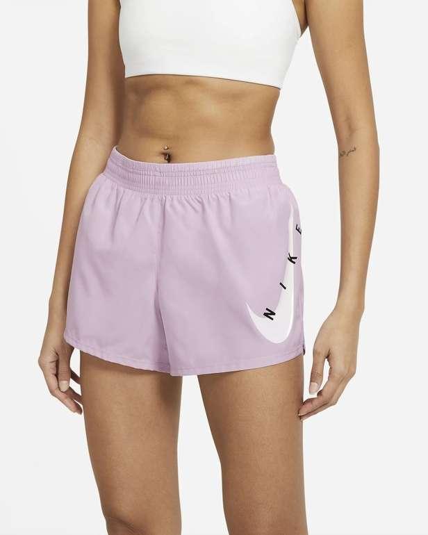 Nike Swoosh Run Damen Laufshorts in 3 Farben für je 17,98€ inkl. Versand (statt 24€) - Nike Membership!