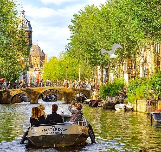 Amsterdam: Ab 1 Nacht im Holiday Inn Express inkl. Frühstück & Welcome Drink ab 39€ pro Person