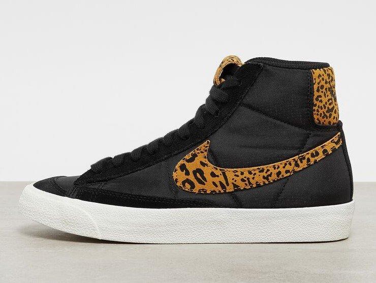 Nike Blazer Mid '77 Damen Sneaker in Schwarz/ Leo für 71,99€ inkl. Versand (statt 91€)