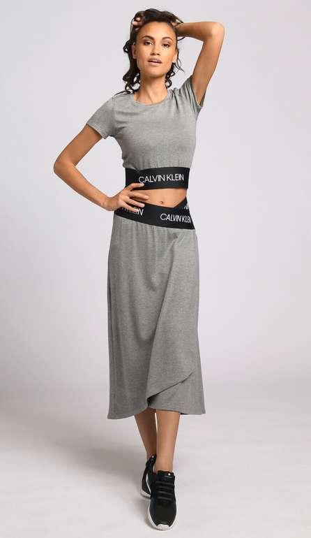 Calvin Klein Sweatrock Midi grau meliert für 34,15€ inkl. Versand (statt 62€)