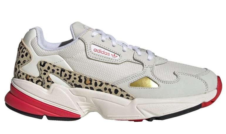 Adidas Damen Sneaker Falcon in Chalk White / Off White / Scarlet für 59,97€ inkl. Versand (statt 100€)