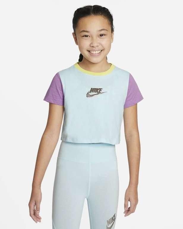 Nike Sportswear Mädchen Kurz-T-Shirt in 3 Farben für je 12,93€ (statt 21€) - Nike Membership!