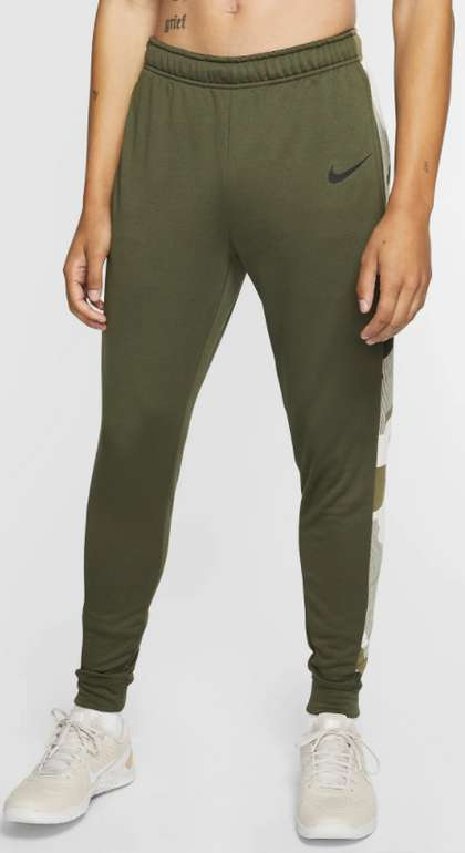 Nike Dri-FIT schmal zulaufende Fleece-Trainingshose in Khaki für 29,23€inkl. Versand (statt 38€) - Nike Membership